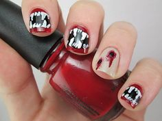 spooky nails 2 These spooky nail designs will get you in the Halloween spirit [12 photos]