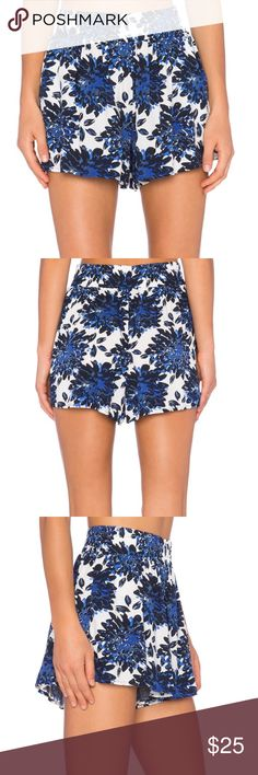 """Splendid Mediterranean blossom short in royal Excellent condition, no flaws to note. I think these run a bit large - I'm usually a small and they fit me - please refer to measurements. Very flowy fit, perfect for hot summer days. Waist 14.5"""" flat, inseam 3.75"""" Splendid Shorts"""