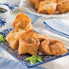 Wontons frits au porc Appetizer Recipes, Snack Recipes, Dessert Recipes, Appetizers, Snacks, Desserts, Chinese Takeaway, Chinese Food, Wontons