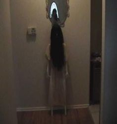 Ten Epic DIY Halloween Decorations Sure To Make Guests Freak Girl from The Ring & other creepy Halloween decor Creepy Halloween Props, Casa Halloween, Theme Halloween, Halloween 2014, Halloween Projects, Diy Halloween Decorations, Holidays Halloween, Halloween Horror, Halloween Ceiling