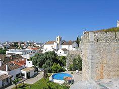 Tavira - zwischen Kuppeln und Walmdächern - via Markus Köberle @algarveferien #Portugal Foto: blick von der burg auf tavira