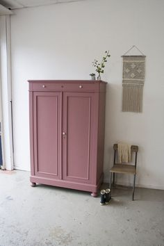 Kast voor in de kinderkamer. – Galena U. Cupboard for the nursery. – Kast voor in de kinderkamer. – Galena U. Room Inspiration, Interior Inspiration, Painted Furniture, Furniture Design, Furniture Makeover, Girls Bedroom, Cupboard, Kids Room, Sweet Home