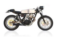 Yamaha SR500 Cafe Racer by Deux Ex Machina #motorcycles #caferacer #motos | caferacerpasion.com