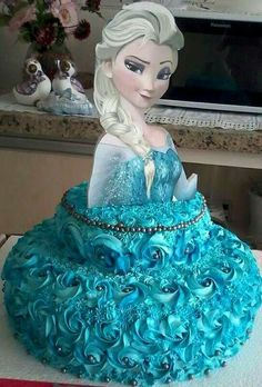 Need Ana too Bolo Frozen, Frozen Cake, Frozen Theme Party, Frozen Birthday, Beautiful Cakes, Amazing Cakes, Elsa Cakes, Queen Elsa, Pastry Cake
