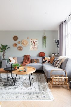 Living Room Sets, Living Room Designs, Living Room Decor, Bedroom Decor, Small Appartment, Colourful Living Room, Aesthetic Room Decor, Living Room Interior, House Rooms