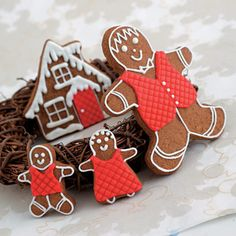 Gingerbread men and house