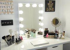 Vanity makeup beauty room, bedroom decor и makeup storage My New Room, My Room, Rangement Makeup, Make Up Storage, Storage Ideas, Vanity Room, Vanity Mirrors, Glam Room, Makeup Rooms