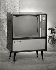 Features and Benefits of DLP TVs - Which Television? Video Vintage, Vintage Tv, Vintage Design, Vintage Photos, Vintage Stuff, Vintage Photographs, Radios, Tvs, Vintage Television