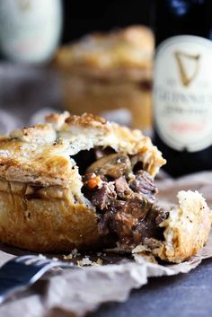 This Pub-Style Guinness Beef Pie recipe is one of the most amazing Irish dishes. Homemade flakey crust with amazing stew inside. Beef And Guinness Pie, Guinness Pies, Guinness Recipes, Irish Recipes, Pie Recipes, Cooking Recipes, Irish Meat Pie Recipe, Savory Pie Recipe, Gourmet