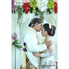 Foto Pernikahan Jawa, Indonesian Javanese Wedding, Dina+Mada Javanese Wedding Ceremony at Yogyakarta Photo by @Poetrafoto Photography, http://poetrafoto.com/wedding-indonesia_1.htm