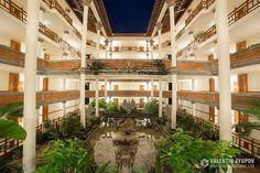 WEBSTA @ valentin.ayupov - Ayodya Resort Bali является идиллическим тропическим курортом и окажет поистине царское балийское гостеприимство своим гостям. Отель расположен в самом сердце Нуса-Дуа с бесконечным песчаным пляжем и территорией размером в 12 гектаров. В ландшафтных садах отеля находится тропическая лагуна со статуями, напоминающая классический балийский водный дворец воды во всем своем величии. #ayodyaresort #ayodyabali #hotel #luxury #5star #bali #indonesia #travel #bbtf2016
