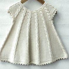 Dress Patterns For Little Girls Tunics Girls Knitted Dress, Knit Baby Dress, Knitted Baby Clothes, Baby Cardigan, Knitting For Kids, Baby Knitting Patterns, Free Knitting, Baby Blanket Crochet, Crochet Baby