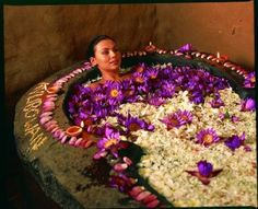 Could you just imagine yourself in a relaxing ayurvedic bath like this? I know I would :)