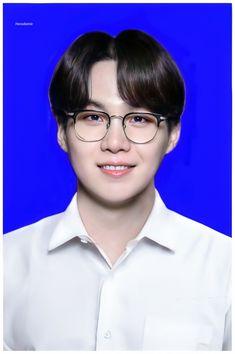 Vlive Bts, Min Yoongi Bts, Min Suga, Bts Taehyung, New Foto, Passport Pictures, Min Yoongi Wallpaper, Id Photo, Pass Photo