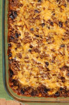 This Beef Enchilada Quinoa Bake is a hearty, healthy casserole that tastes like the saucy, cheesy, meaty Mexican comfort food you've been craving! Just 317 calories or 8 Weight Watchers points. www.emilybites.com