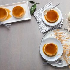 Κρέμα καραμελέ / Creme caramel. Συνταγή για μια αρωματιή κρέμα με επικάλυψη καραμέλας! #millsofcrete #cremecaramel #greekrecipes #greekfood #caramel #καραμελα #κρεμακαραμελε #κρεμα #συνταγες #γλυκα #επιδορπια Latte, Vegan Recipes, Creme Caramel, Tableware, Food, Cream, Creme Brulee, Dinnerware, Meal