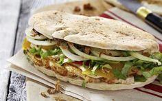 Pita's met kip, groenten en gebakken uitjes Lunch Snacks, Lunches, All U Can Eat, Healthy Diners, Weird Food, Wrap Sandwiches, Love Food, Food Photo, Easy Meals