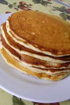 """My-Hop Pancakes   """"Great pancake recipe! I didn't change a thing! There's nothing better on a Sunday morning than the smell of a home cooked breakfast and freshly brewed coffee. """" #copycat #copycatrecipes Breakfast Cake, Breakfast Recipes, Dinner Recipes, The Pancake House, Tasty Pancakes, Sunday Morning, Copycat Recipes, Baking Soda, Brunch"""