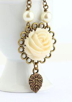 Cream Flower Necklace, Vintage Style