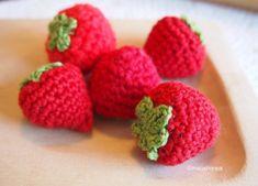 Virkattu mansikka – Maijalinnea Crochet Food, Knit Crochet, Crotchet, Crochet Ideas, Food Patterns, Raspberry, Fruit, Knitting, Crocheting