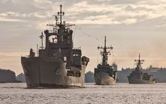 HMAS Tobruk, HMAS Melbourne and HMAS Darwin sail into Sydney Harbour prior to Tobruk's decommissioning on 31 July 2015.