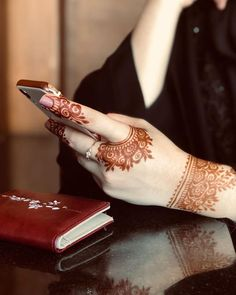 131 Simple Arabic Mehndi Designs That Will Blow Your Mind! 131 Simple Arabic Mehndi Designs That Will Blow Your Mind! Henna Hand Designs, Dulhan Mehndi Designs, Mehendi, Arte Mehndi, Mehndi Designs Finger, Henna Tattoo Designs Simple, Khafif Mehndi Design, Mehndi Designs Feet, Simple Arabic Mehndi Designs