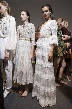 Etro at Milan Fashion Week Spring 2018 - Backstage Runway Photos