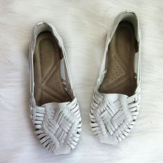 White naturalizer huaraches Excellent condition! Like new! Heel cushions were added (not made into shoe) could surely be removed (adhesives). These are the perfect comfy summer shoe for a bohemian look! Great with summer dresses!   Bundle for best deals! Hundreds of items available for discounted bundles! You can get lots of items for a low price and one shipping fee!  Follow on IG: @the.junk.drawer Naturalizer Shoes Flats & Loafers