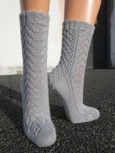 Start date: March 2 2017  Completion date: March 16 2017  Pattern: Magnolia Lace Socks (Cuff Down)  Yarn: Scheepjes Invicta Glamour, 74% Wool/ 24% Nylon (Polyamide)/ 2% Polyester, 100 g/ 344 m  Needles: HiyaHiya Size US 1 - 2.25 mm  Notes: Clue 1 * ribbing - 1P, (K2, P2) = 10 rnds * set up round = rnd 8 in Leg Stitch Pattern Clue 2 * Heel Stitch pattern - repeat 3 times Clue 3 * Magnolia Lace Stitch Pattern A - repeat 2 times --- kudepihha (Ravelry Name) said