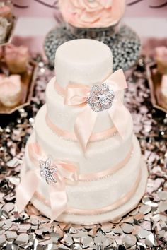 (via ♥pink♥silver♥Chantelle♥ / pretty pink  silver cake for Chantelle ♥♥)