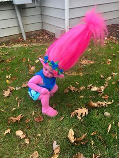 Mom Makes Toddler's Dream Come True with DIY 'Trolls' Costume — and the Internet Goes Wild Costume Halloween, Costume Troll, Halloween Fun, Poppy Costume, Image Mom, Creative Costumes, Disney, Poppies, Dress Up