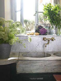 Rustic kitchen sink ©Fabrizio Cicconi for Elle Decoration