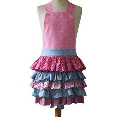Kinderschort Abby - Abby is een schattig meisjesschortje met maar liefst 5 gerimpelde laagjes! Je kleine meid zal dit schort graag dragen om je te helpen in de keuken of om te knutselen. Ze zal het niet meer uit willen doen!   Wil je meer foto's zien van dit schort of wil je het bestellen: klik dan op de link naar de website. Apron, Fashion, Moda, Fashion Styles, Fashion Illustrations, Aprons