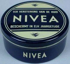 Toen Nivea nog genoeg was. Sweet Memories, Childhood Memories, Vintage Tins, Retro Vintage, Tin Boxes, Health And Beauty Tips, Vintage Advertisements, Holland, Old Things