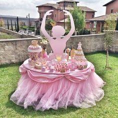 """Kinderparty - Ideen zum Thema """"Ballerina"""" - Fresh Ideen für das Interieur, Dekoration und Landschaft Ballerina-party This is a great idea for our next ballerina-party. All the little dancers wil Ballerina Birthday Parties, Princess Birthday, Girl Birthday, Birthday Table, Outdoor Birthday, Birthday Ideas, Pink Princess Party, Ballerina Baby Showers, Baby Party"""