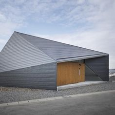 From a house with an entirely transparent facade to a home built around a train carriage, the latest contemporary home design and architecture in Japan. Minimal House Design, Minimal Home, Nagoya, Residential Architecture, Interior Architecture, Building Architecture, Installation Architecture, Pavilion Architecture, Minimalist Architecture