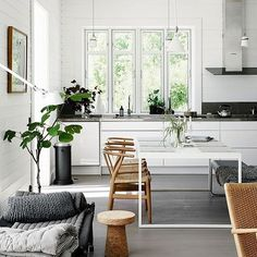 8 Sublime Cool Tips: Minimalist Home Declutter House minimalist living room apartment natural light.Minimalist Kitchen Lighting White Cabinets minimalist home decorating dark.Simple Minimalist Home Bedside Tables. Living Room Interior, Interior Design Kitchen, Modern Interior Design, Nordic Interior, Nordic Home, Scandinavian Home Interiors, Scandinavian Style, Swedish Style, Beautiful Dining Rooms