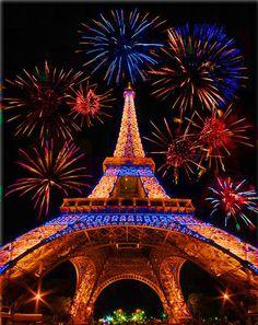feu d'artifice du 14 juillet sur la Tour Eiffel