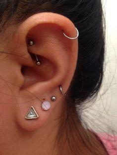 Oreja de chica con más de un piercing. earrings for the ears. types of earrings for the ears. Piercings for the ears. Daith Piercing, Peircings, Piercing Tattoo, Tragus, Bellybutton Piercings, Piercings Tumblr, Cute Ear Piercings, Body Piercings, Unique Piercings