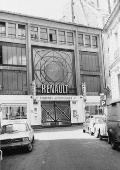 Garage Ponthieu, Auguste Perret Located in Paris France. Innsbruck, Classical Architecture, Architecture Design, Art Nouveau, Window Detail, Famous Architects, Steel Buildings, France Travel, World Heritage Sites
