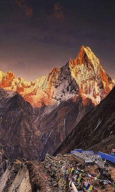 Nepal Tour Package - Book Nepal Trekking Tour Package with Local Travel Agency in Kathmandu on Lowest Trip cost Monte Everest, Everest Base Camp Trek, Lake Mountain, Above The Clouds, Mountain Paintings, Mountaineering, Science And Nature, Landscape Photos, Nature Photos