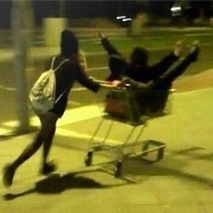 Mizu is pushing the cart where two guys named Coral and Noiz, known by the ship Coroiz, walk. Night Aesthetic, Summer Aesthetic, Aesthetic Grunge, Cute Friend Pictures, Best Friend Pictures, Cute Friends, Best Friends, Photos Amoureux, Shooting Photo Amis