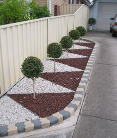 30 The Best Front Yard Landscaping Ideas - Designing a front yard is usually about accessibility and invitation. We spend hardly any time in the front yard as opposed to the backyard, but it is. Side Yard Landscaping, Gravel Landscaping, Landscaping With Rocks, Modern Landscaping, Landscaping Ideas, Mailbox Landscaping, Front Yard Garden Design, Rock Garden Design, Backyard Garden Design