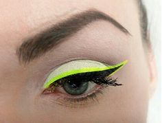 A neon yellow eye liner to make the final touch!