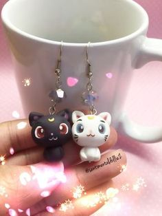 Tendance Joaillerie 2017 Sailor Moon Jewelry Sailor Moon Earrings Luna and Artemis Earrings Kawaii Polymer Clay Jewelry Kitty Cat Earrings Fimo Clay, Polymer Clay Charms, Polymer Clay Projects, Polymer Clay Creations, Clay Crafts, Polymer Clay Jewelry, Sailor Moon Schmuck, Sailor Moon Jewelry, Fimo Kawaii