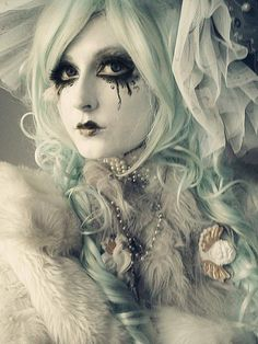 #Goth girl make-up