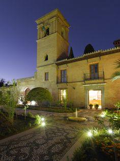 ¿Alojarse junto a la Alhambra de Granada? Sí, es posible en el Parador de Granada / Staying next to the Alhambra in Granada? Yes, it's possible in the Parador of Granada