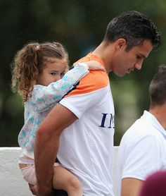 Just Robin van Persie with his daughter - Yahoo News India