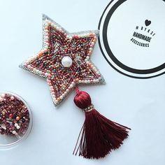 Брошь звезда из бисера с отстегивающейся кисточкой⭐️ В наличии. #брошь #брошьручнойработы #брошьизбисера #звезда #брошьскисточкой #byksi