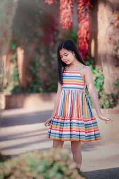 Girls Frock Design, Kids Frocks Design, Baby Frocks Designs, Baby Dress Design, Simple Frocks, Casual Frocks, Frocks For Girls, Little Girl Dresses, Girls Dresses